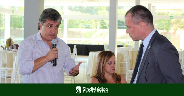 Entidades médicas debatem Médicos pelo Brasil e Revalida