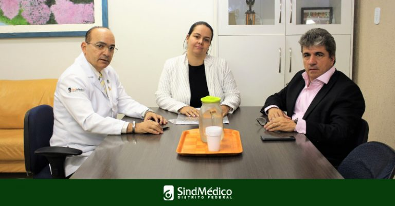 Presidente e vice do SindMédico-DF visitam pediatria do HMIB