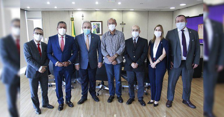 Entidades médicas se reúnem com Ministro da Saúde para tratar de pautas da saúde